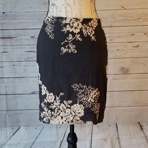Beautiful J Crew pencil skirt w/ embroidery size 4
